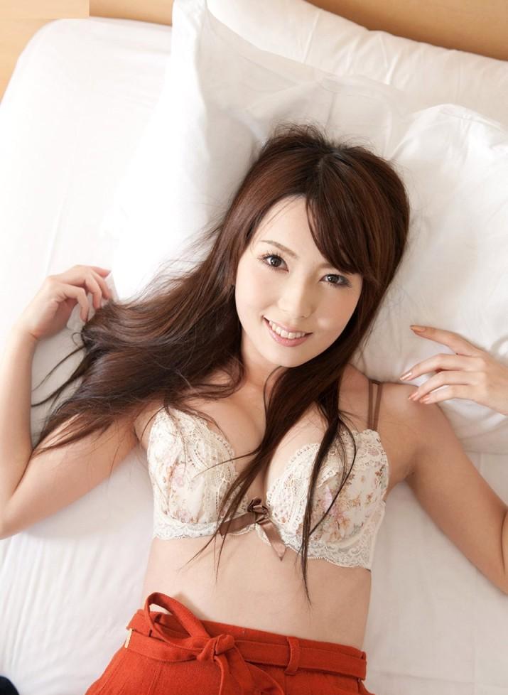 yui-hatano-2-715x1024