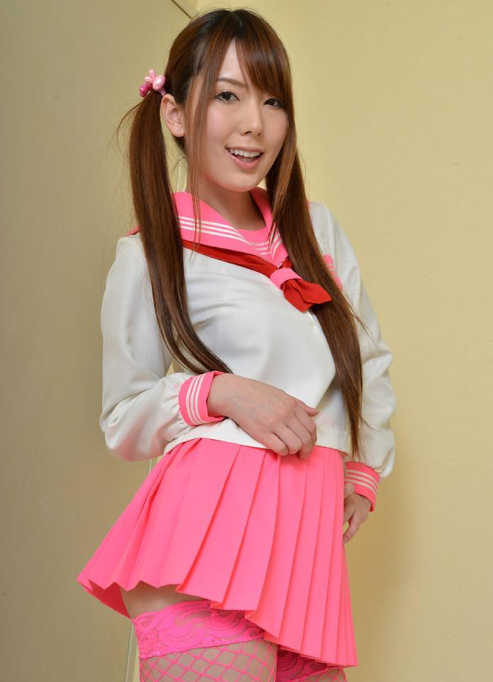 yui-hatano-school-uniform-696x1024