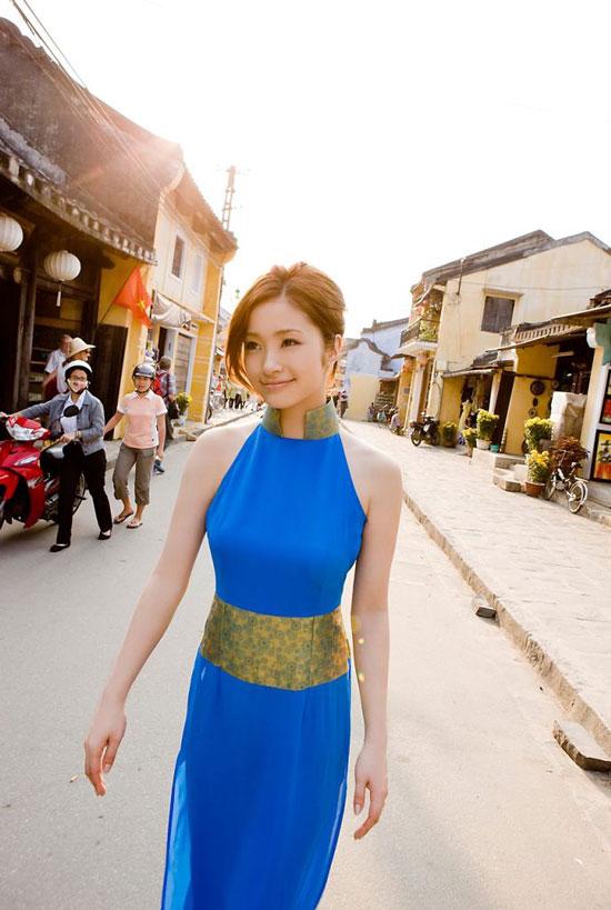 aya-ueto-vietnamese-aodai-3