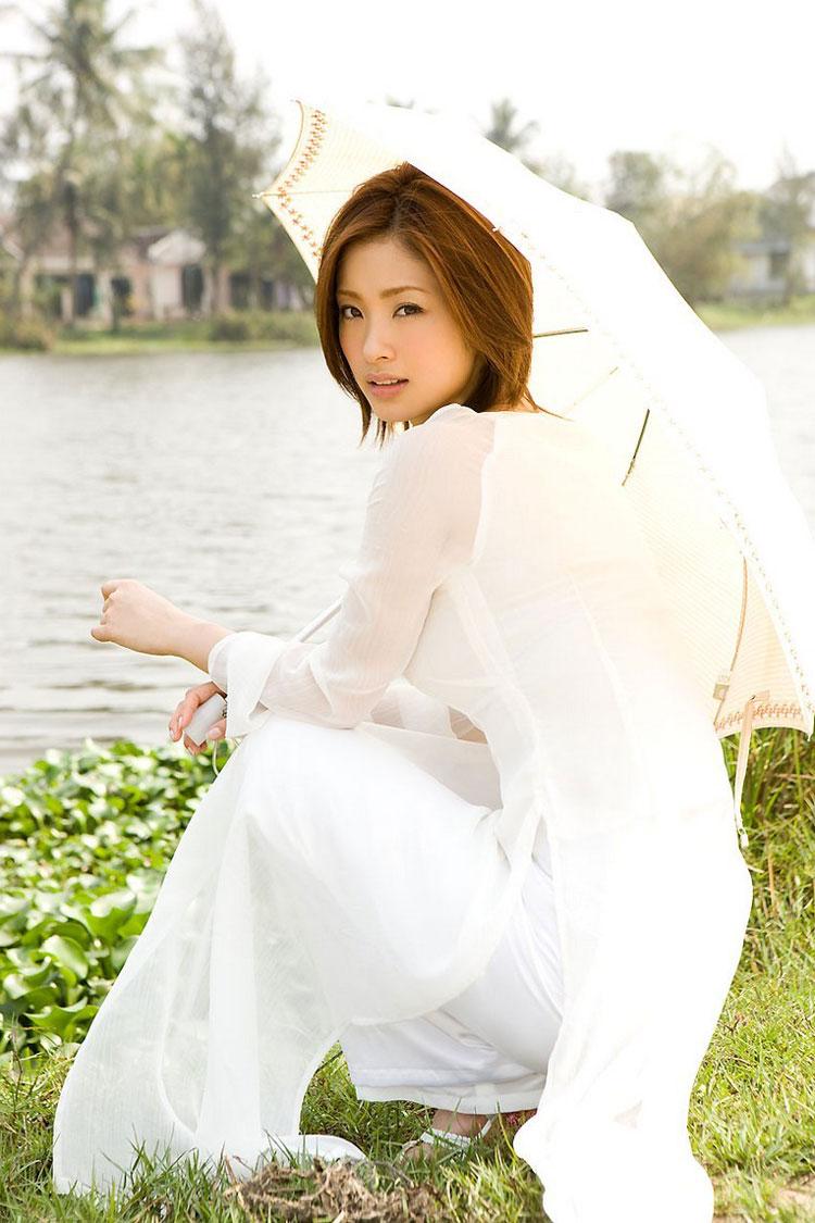aya-ueto-vietnamese-aodai-6