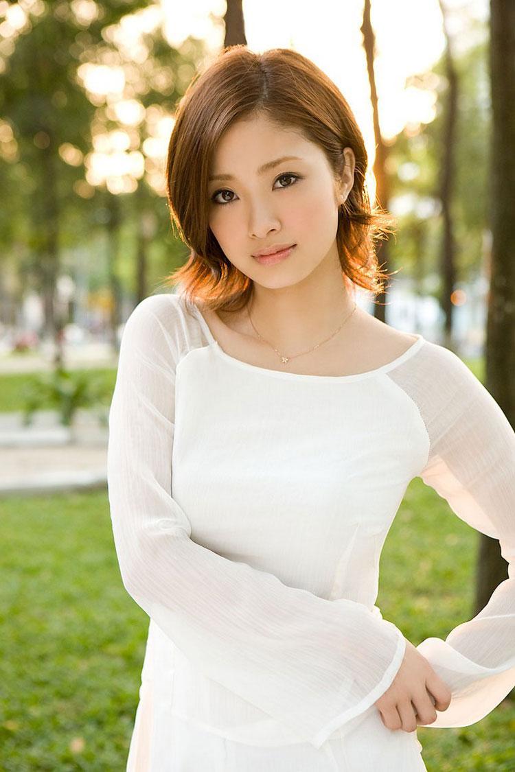 aya-ueto-vietnamese-aodai-8