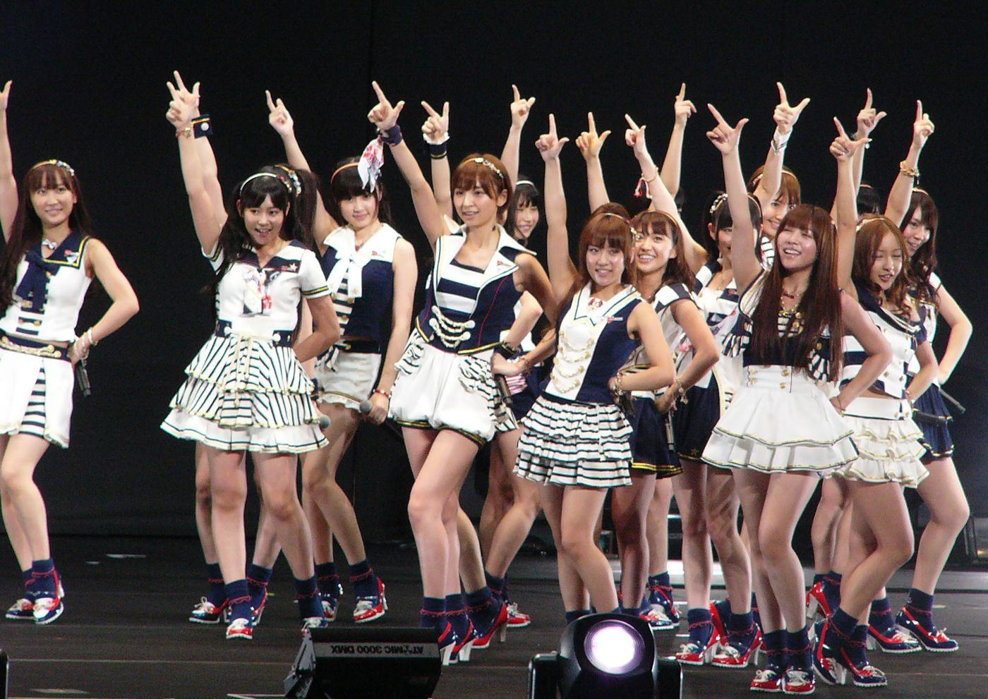 AKB48-3-unohana-the-fanpop-user-35259639-1400-991