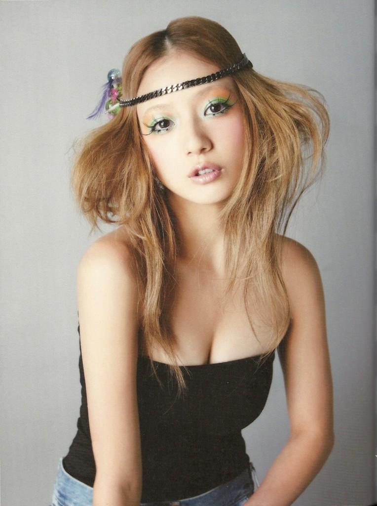 -SCANS-chercher-Chiaki-Ito-s-1st-Photobook-chiaki-ito-33553506-764-1024